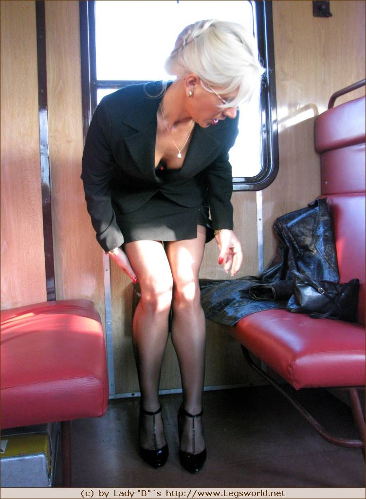 exhib dans le train metisse black